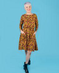 Lotta_dress_kneelength_longsleeves_02